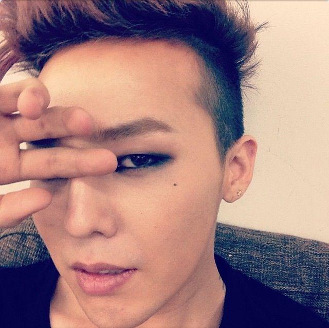 G-Dragon's Instagram #Starbucksdrakehands 140107