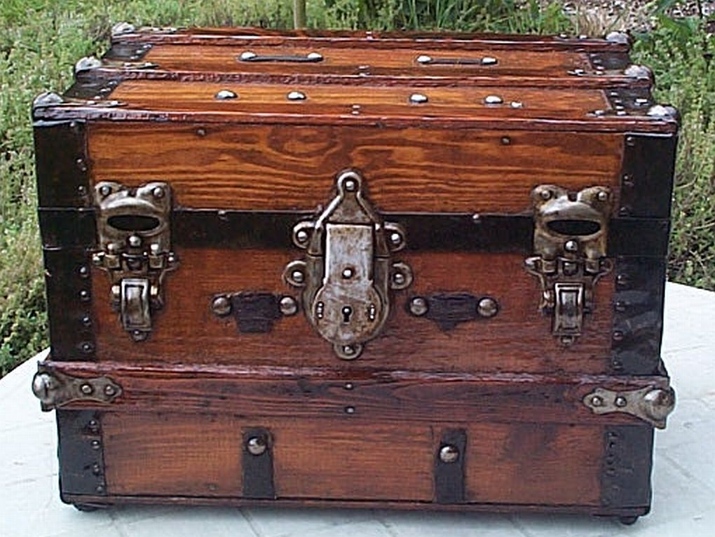Images Of Antique Trunks Antique Trunks And Trunk Restoration Of A Small Desktop 16x11x11 Trunk Antique Trunk Antique Steamer Trunk Vintage Trunks