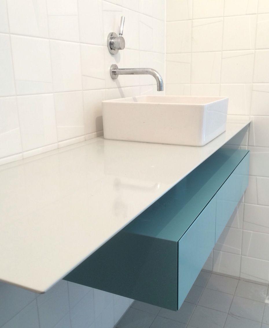 Badkamermeubel kan ook anders:) #staal #meubelmaken #blauw #grijs ...