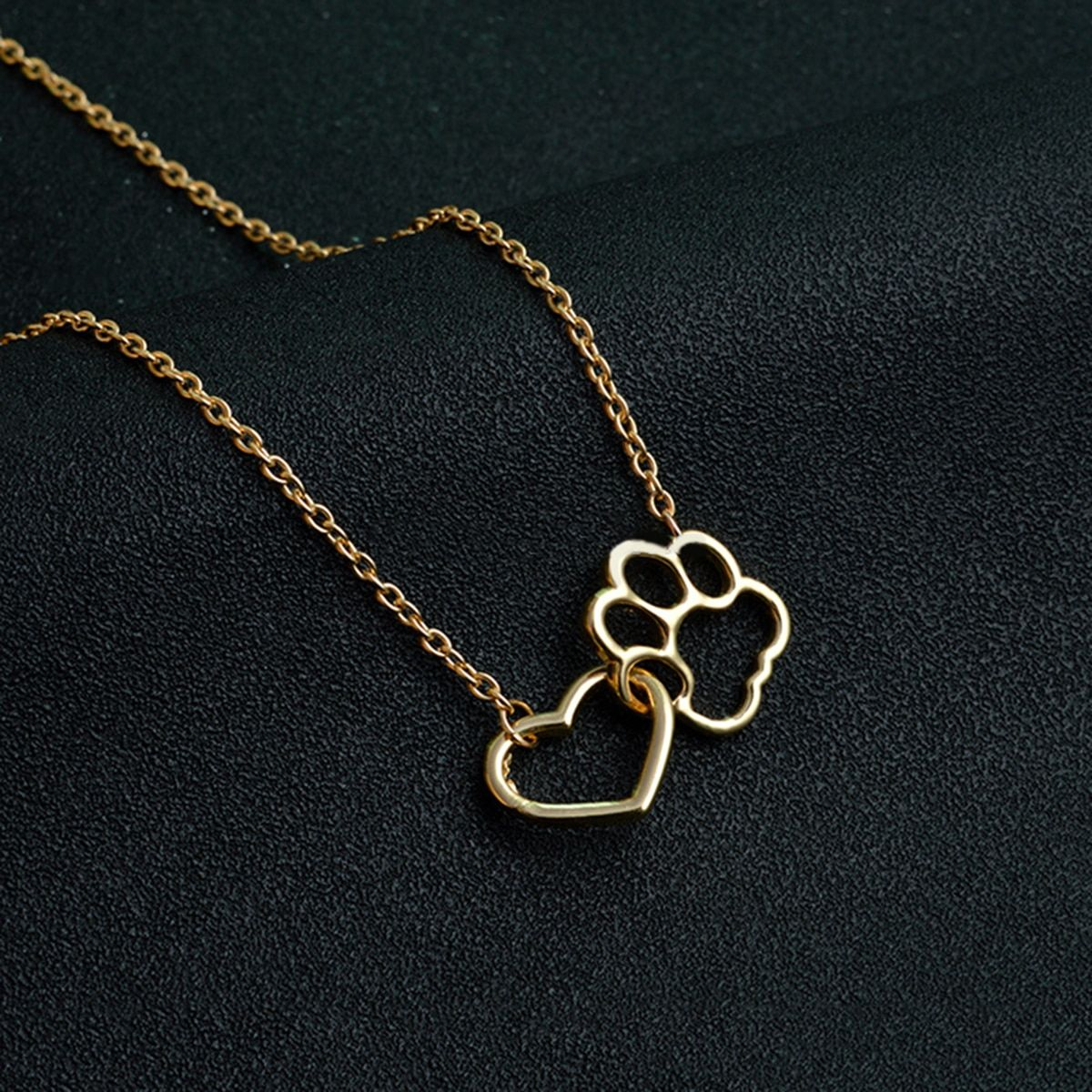 collier chat divinity