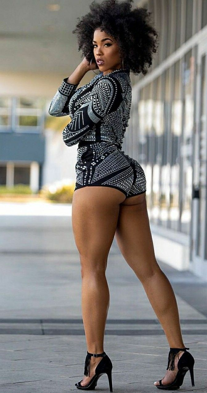 black-girls-in-booty-shorts