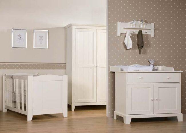 klassisches babyzimmer wei beige punkte wanddeko childhome - Kinderzimmer Beige