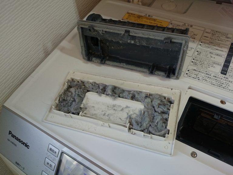 ドラム式洗濯機の乾燥フィルターを掃除して気づいた埃汚れをまた掃除 パナソニック限定 埃ごっそり発見 2020 ドラム式洗濯機 洗濯機 掃除