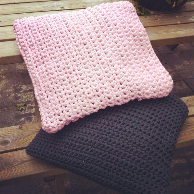 Funda de almohada 50x50 de trapillo crochet chunky for Cojines de trapillo