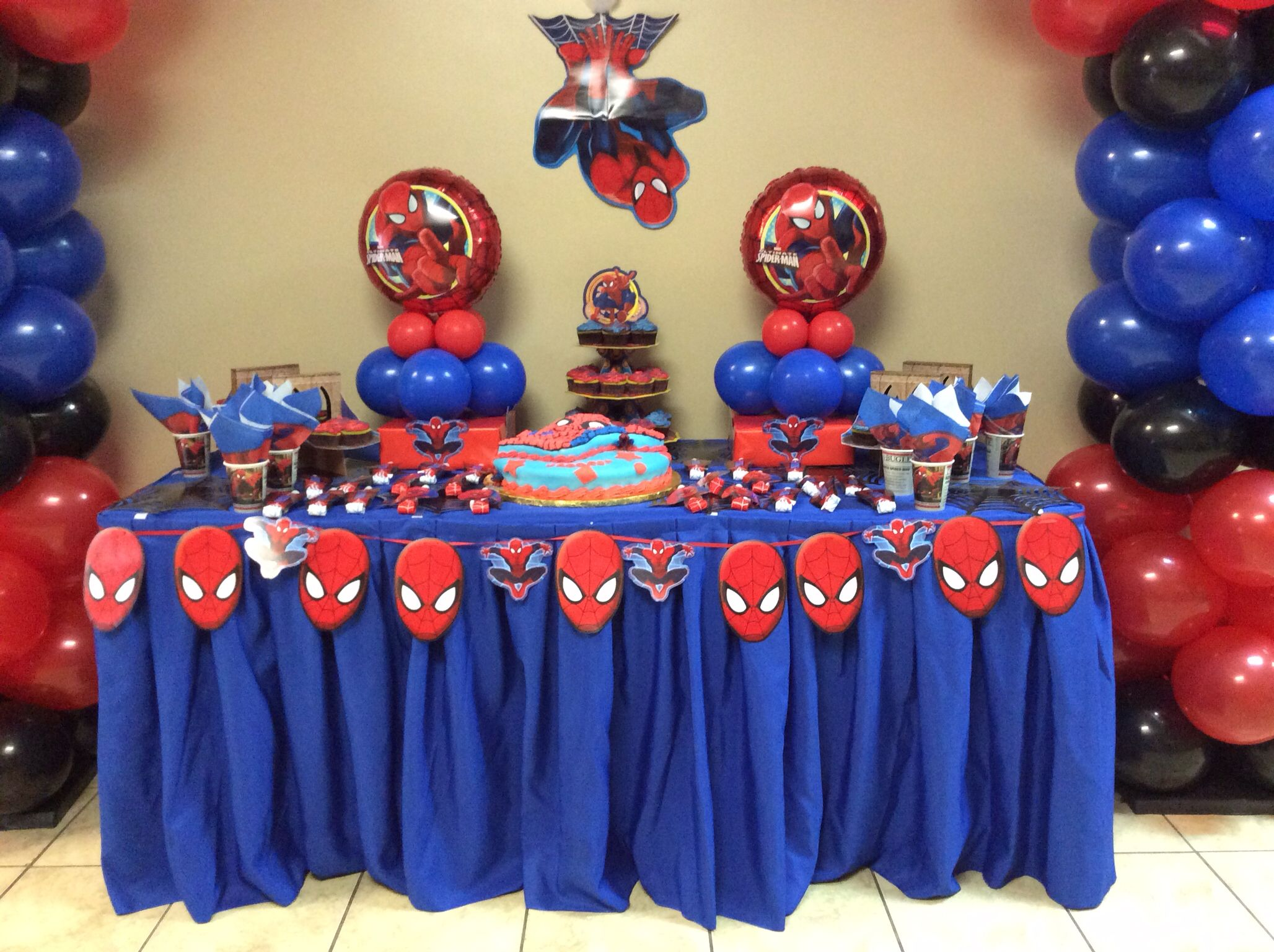 Spiderman birthday party table images for Spiderman decorations