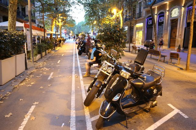 Barcelona streets - visit www.guidora.com