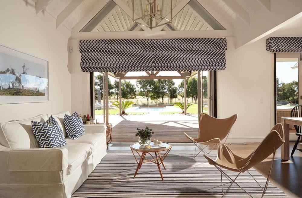 Best Beach House Living Room White Linen Slipcovered Sofa 400 x 300