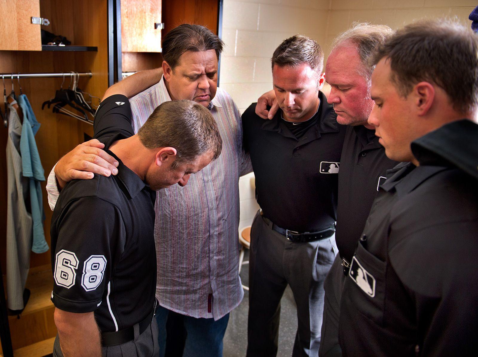 Mlb Umpires Flock To Pastor Dean For Baptisms Pastor Espn Magazine Mlb