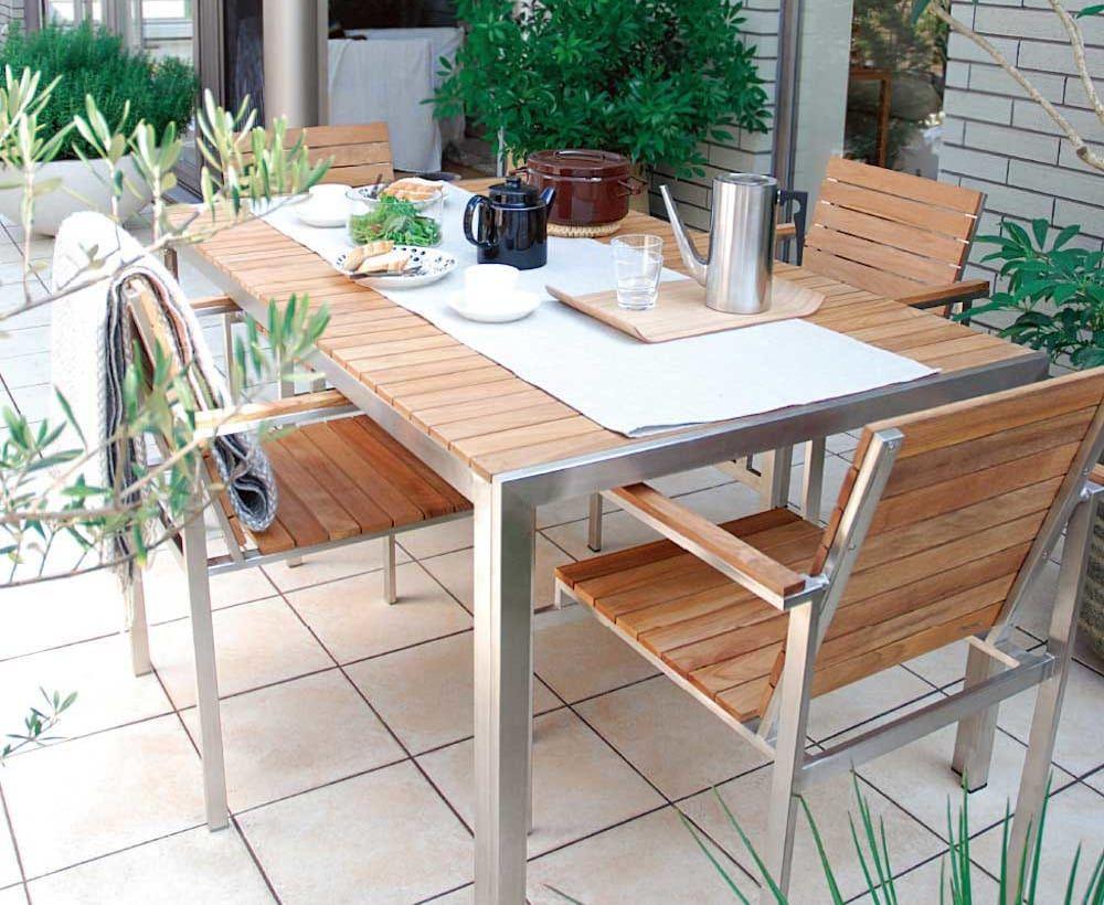 タイルテラスで魅力的な庭を演出 メリットや施工例をご紹介 タイルテラス アウトドアリビング 屋外用テーブル