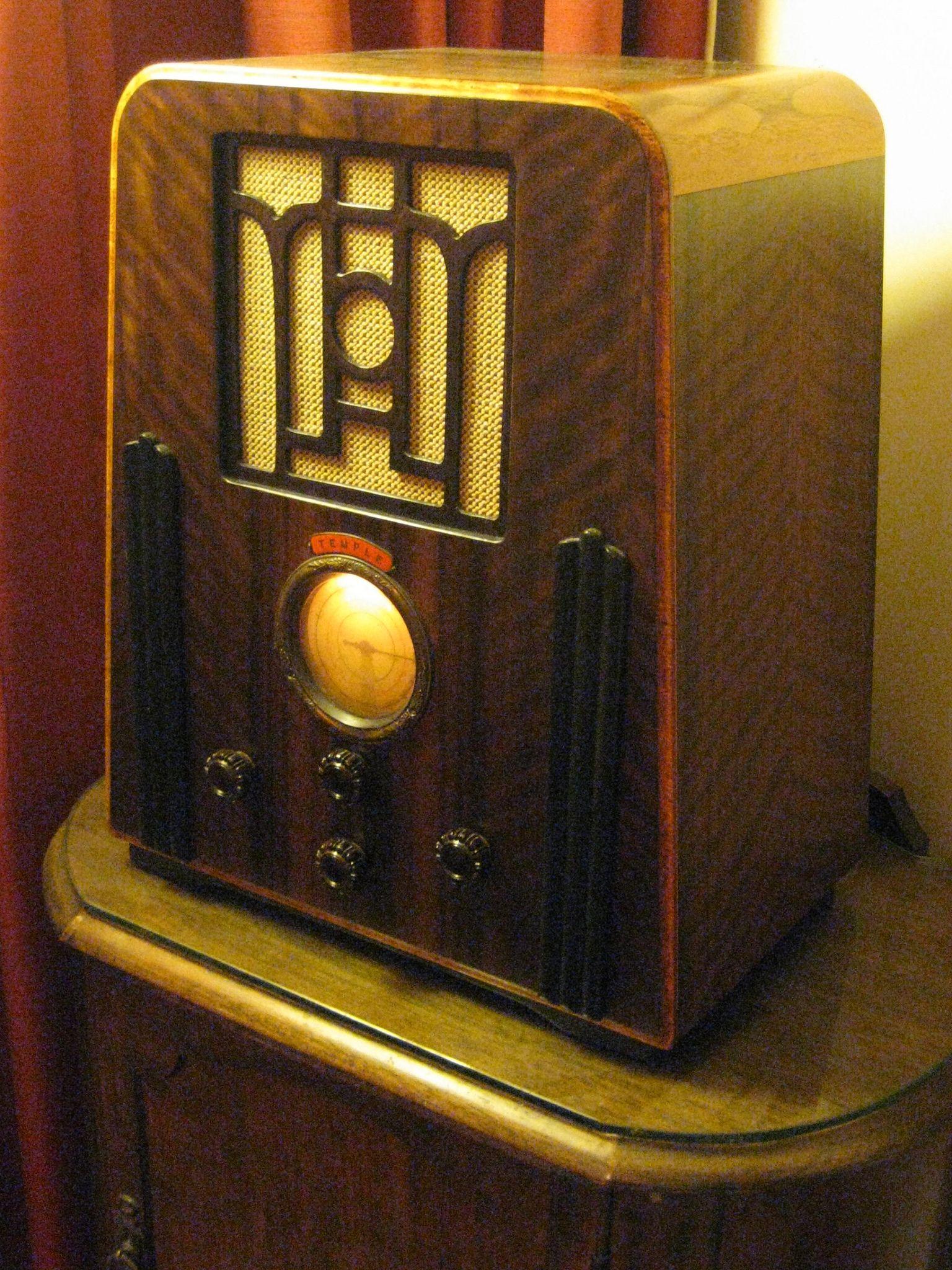Temple Art Deco Wireless Radio 1935