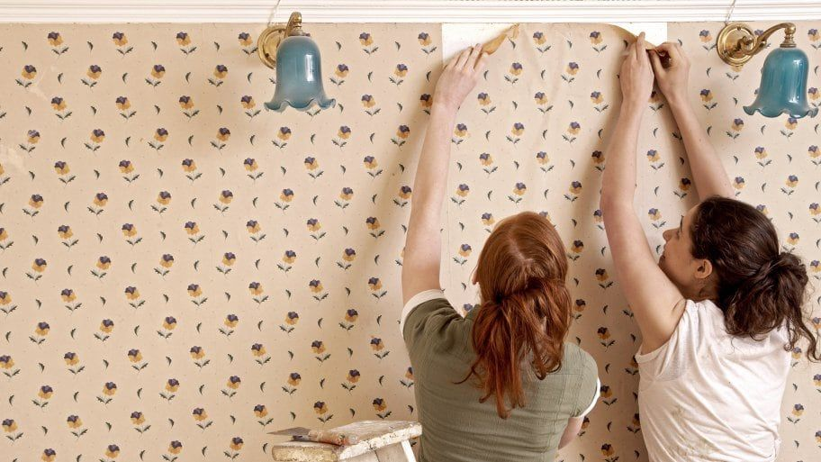 4 Easy Steps to Remove Wallpaper | Old wallpaper, Removing ...