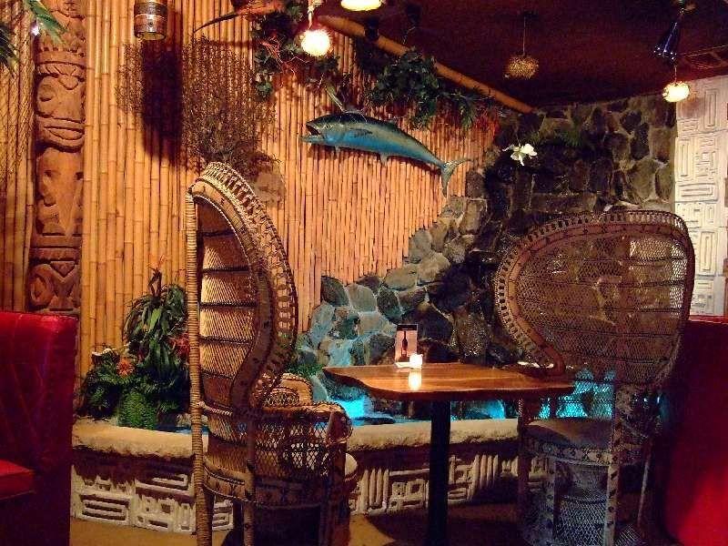 Critiki guide to tiki bars polynesian restaurants for Tiki room decor