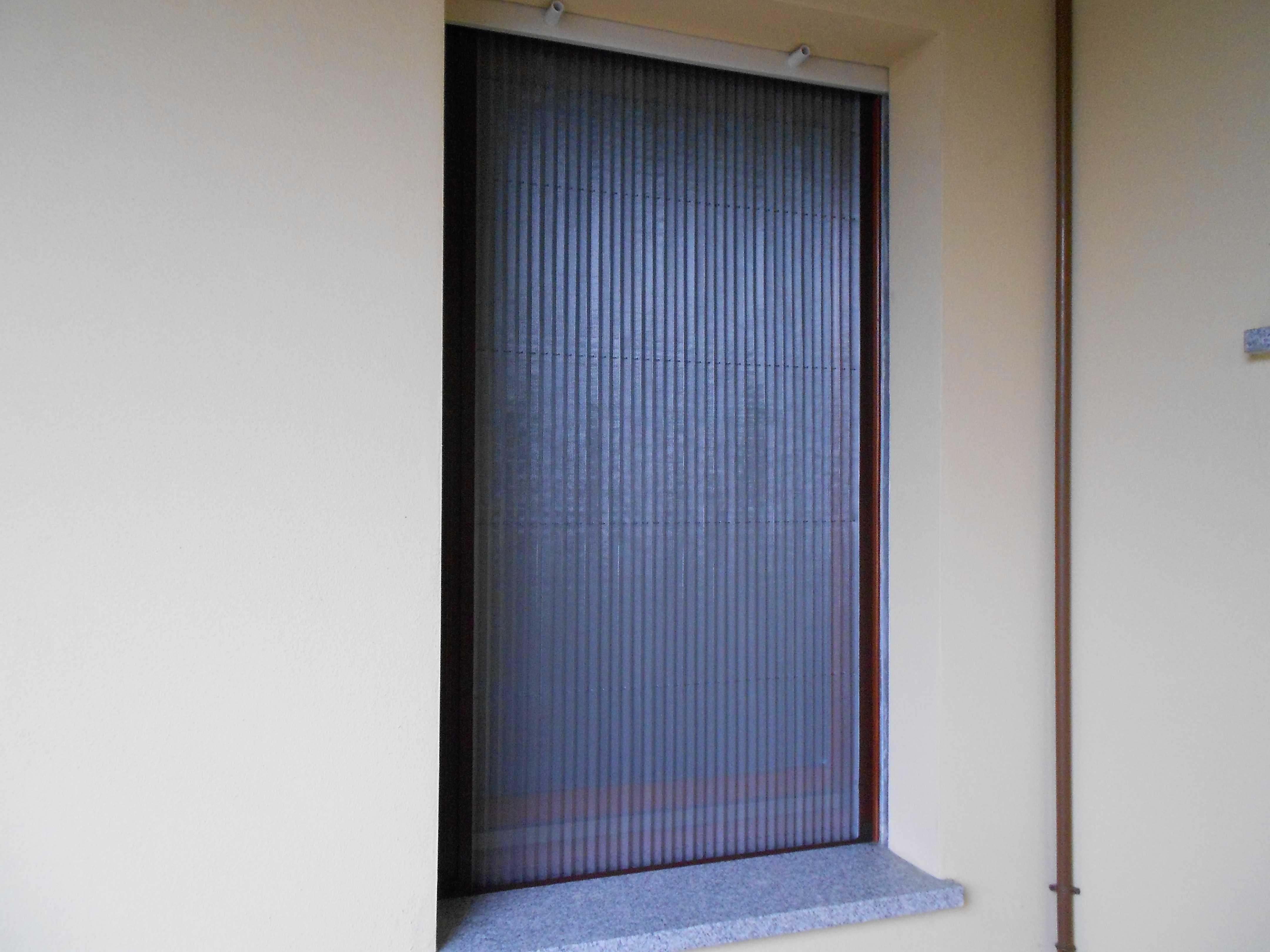 Zanzariere plissettate perfette per respingere il calore e per proteggere la privacy rete - Pellicola riflettente per finestre ...