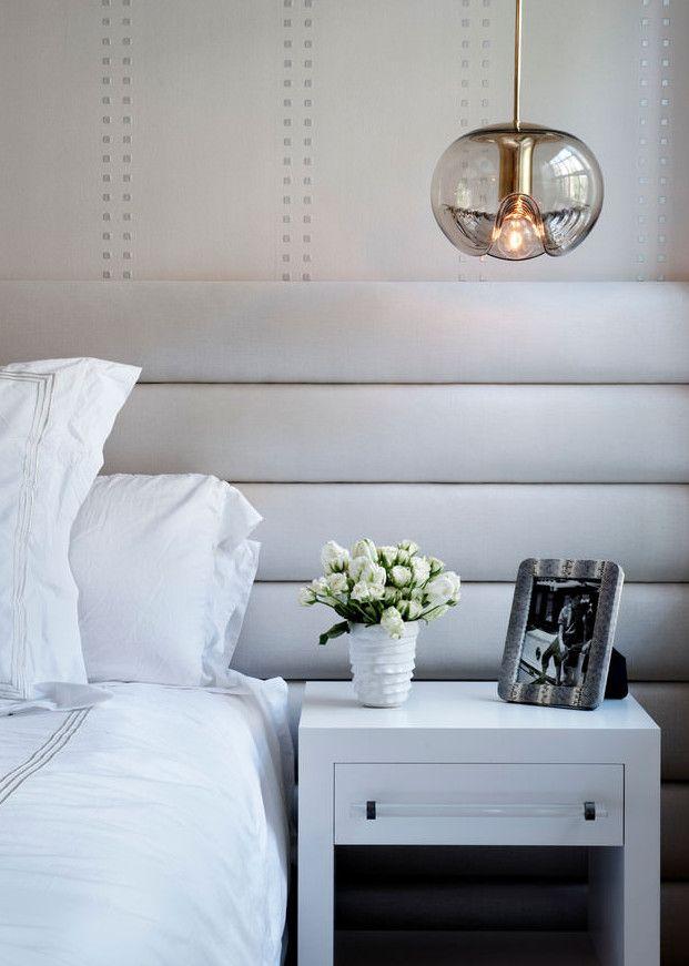 wohnidee schlafzimmer mit kopfteil aus runden polstern als moderne - wandgestaltung im badezimmer