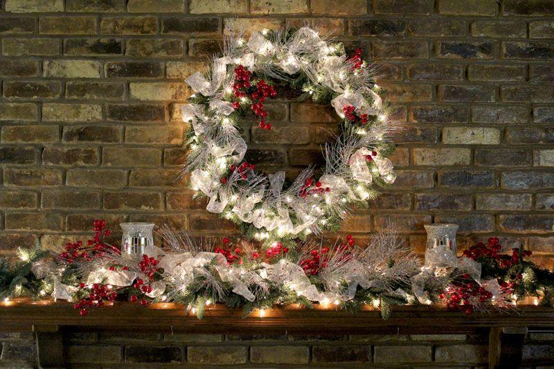 amazing christmas decor Christmas Mantel Decorating Ideas