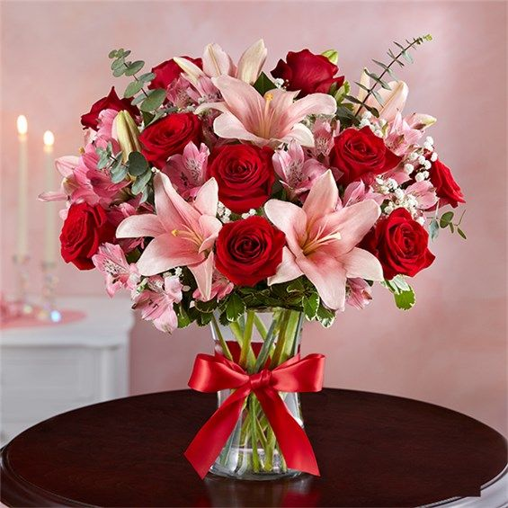 1 800 Flowers Key To My Heart Clear Vase In 2020 Pink Flower Arrangements 800 Flowers Flower Arrangements Center Pieces