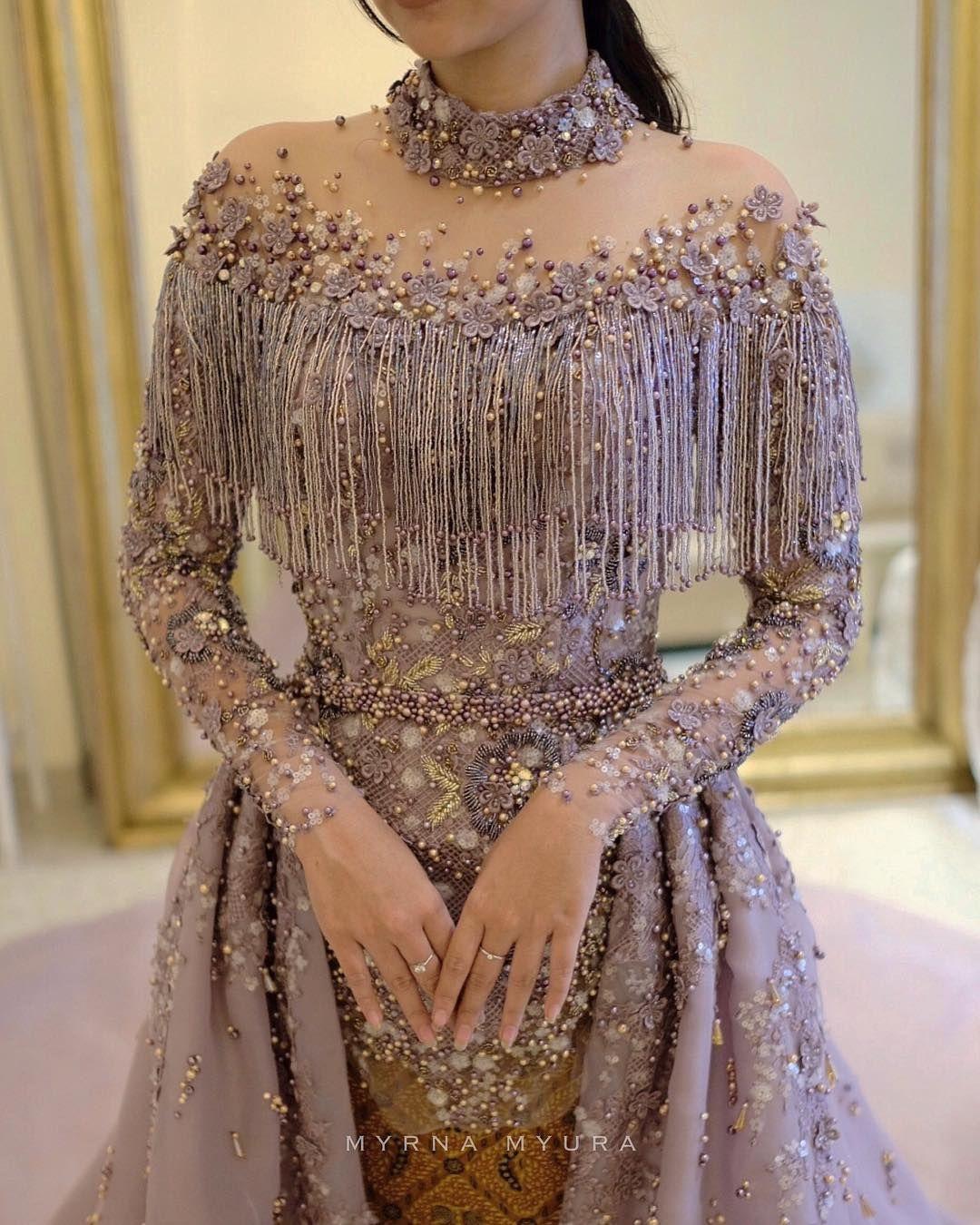 Gambar mungkin berisi satu orang atau lebih dan orang berdiri is part of Fashion dresses -
