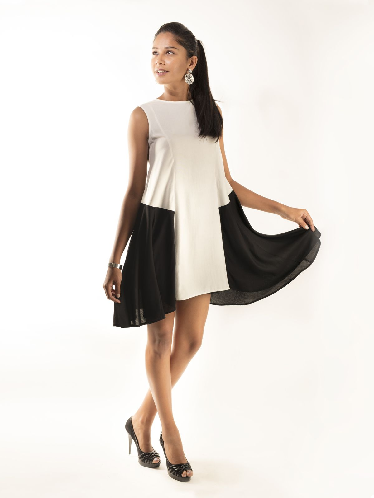 Light and free flowing summer cotton dress is perfect for a classy