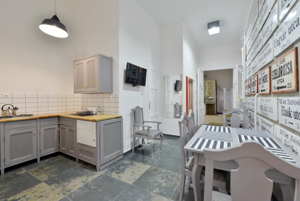 Schöne große und geräumige Küche in Budapester WG Wohnung in - wohnungseinrichtung inspiration