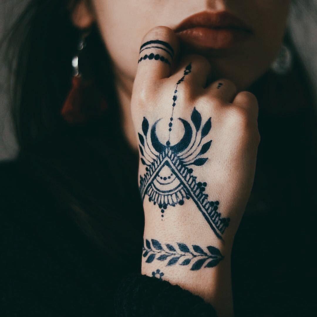 Magnifique Tatouage Temporaire Ou Pas Main Femme Hennatattooideas