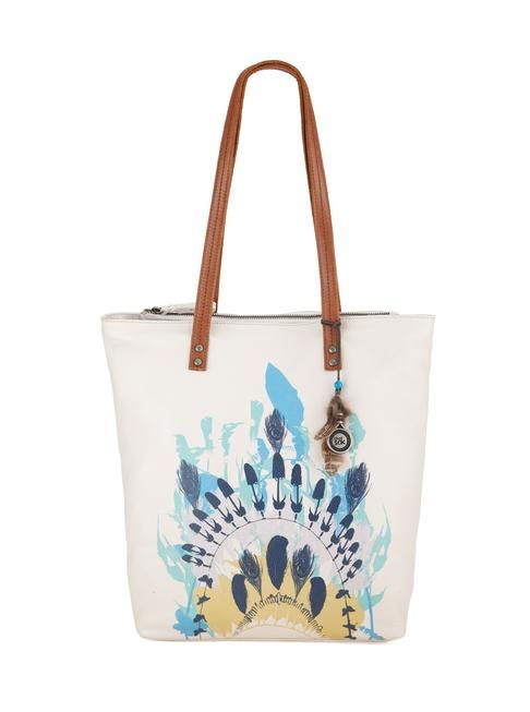 Perfect for Summer! We love the painted feathers and palm tree to add an original touch to your looks. In soft leather, the palisade tote is roomy to carry all your essentials everywhere you go.