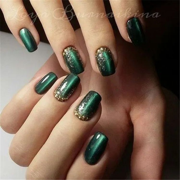 50 Elegant Emerald Christmas Green Nail Designs You Shoud Do For The Coming Valentine's Day - Page 21 of 50 - Cute Hostess For Modern Women