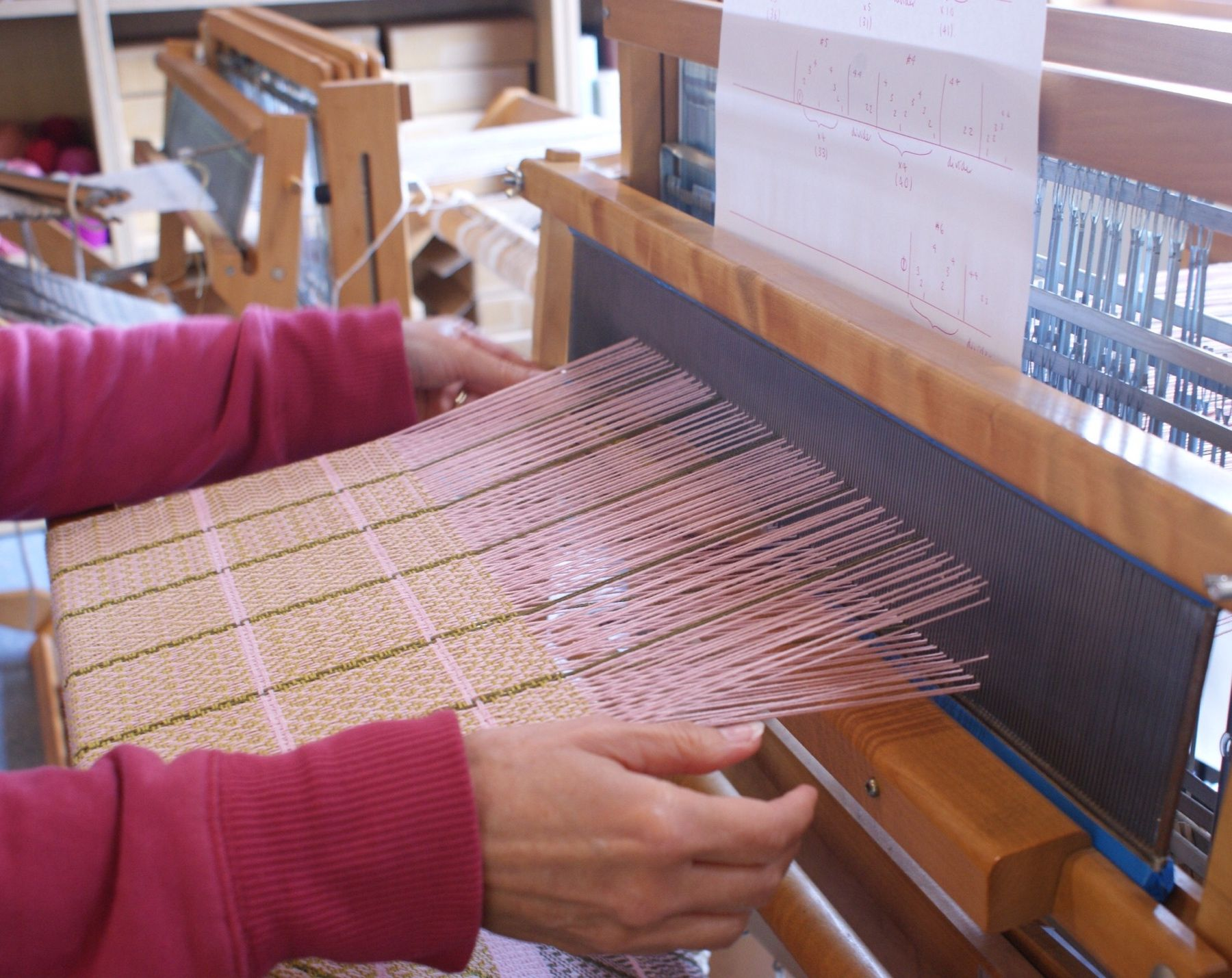 We love this pretty pink warp, paired with dark greens and ochres. This lovely warp has come to an end, so we can't wait to see what the next one looks like! 🌸 #orkney #visitorkney #loomweaving #weaversofinstagram #loom #weaving #design #striped #stripes #wool #shetlandwool #handmade #workshop #learning #course