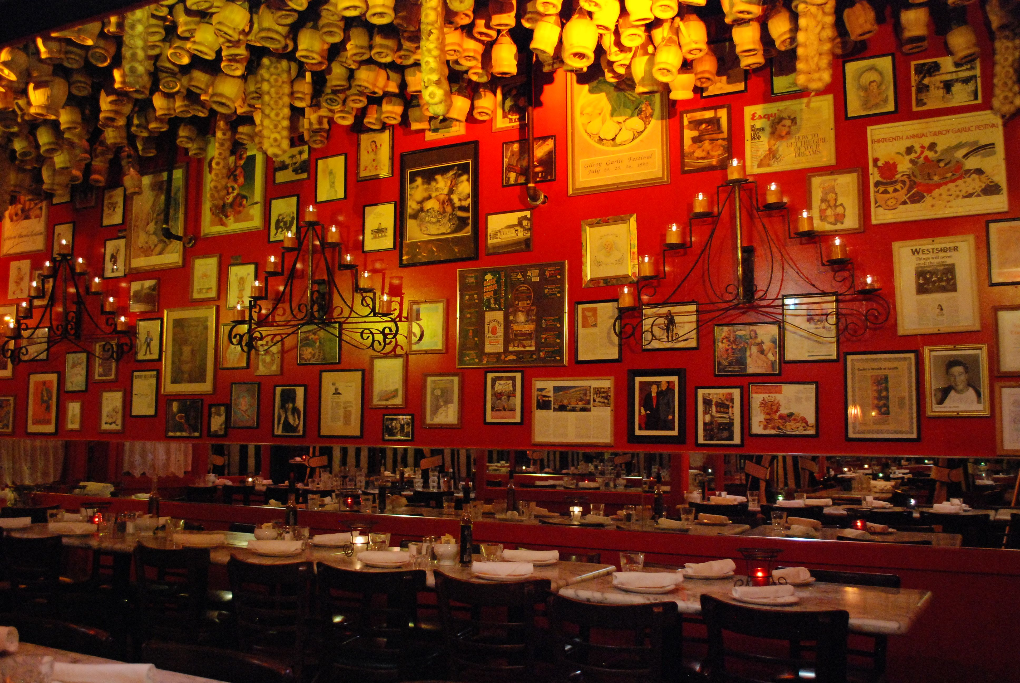 The Stinking Rose In San Francisco And Beverly Hills Chianti Red Wine Restaurant