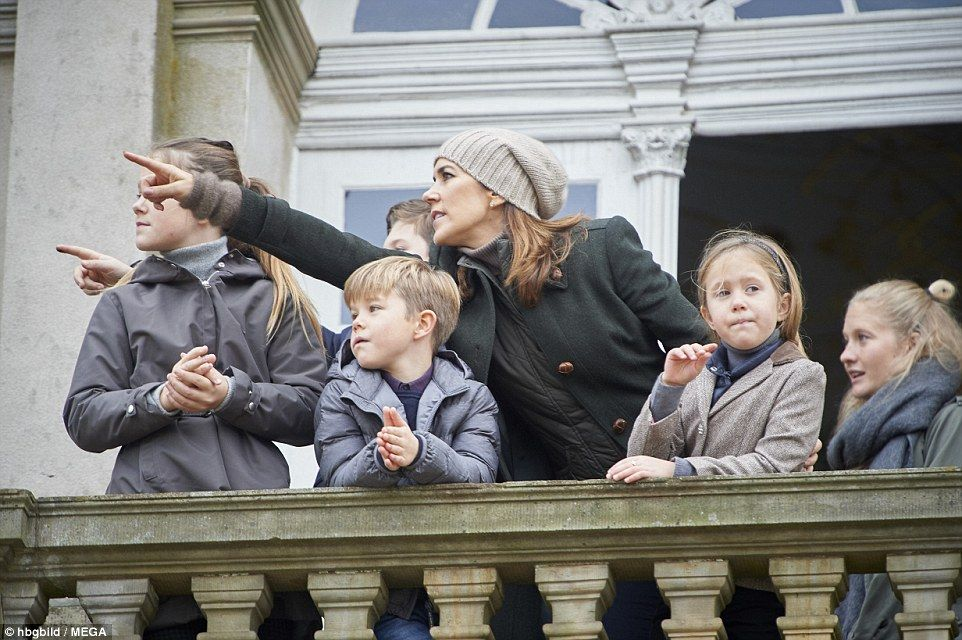 f945cbb13b5 The royal family were there to greet tens of thousands who had turned out  to watch Hubertus Hunt
