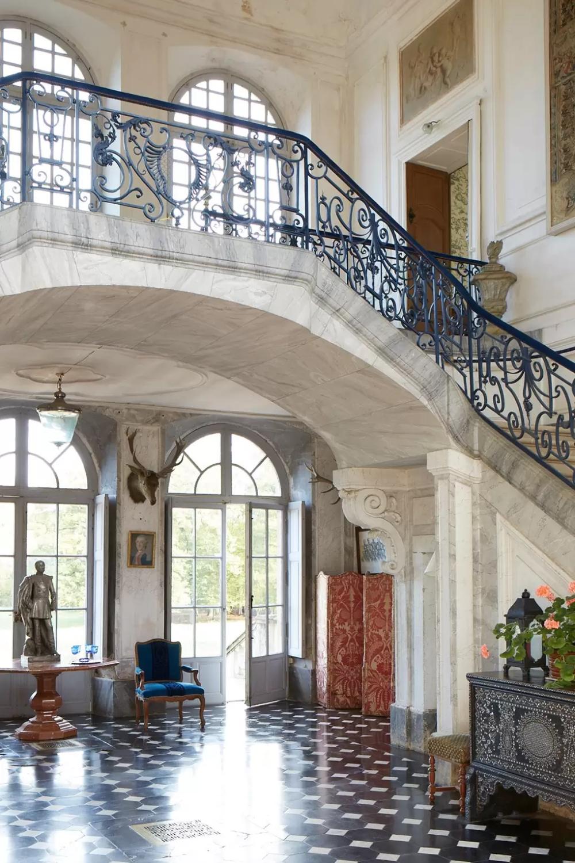 Chateau de Sully entrance hall #frenchcountryhouse #frenchcountrydesign #frenchcountrystaircase