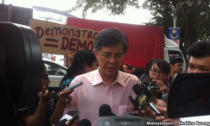 PKR dakwa polis 'ditekan' siasat BERSIH - http://malaysianreview.com/142735/pkr-dakwa-polis-ditekan-siasat-bersih/