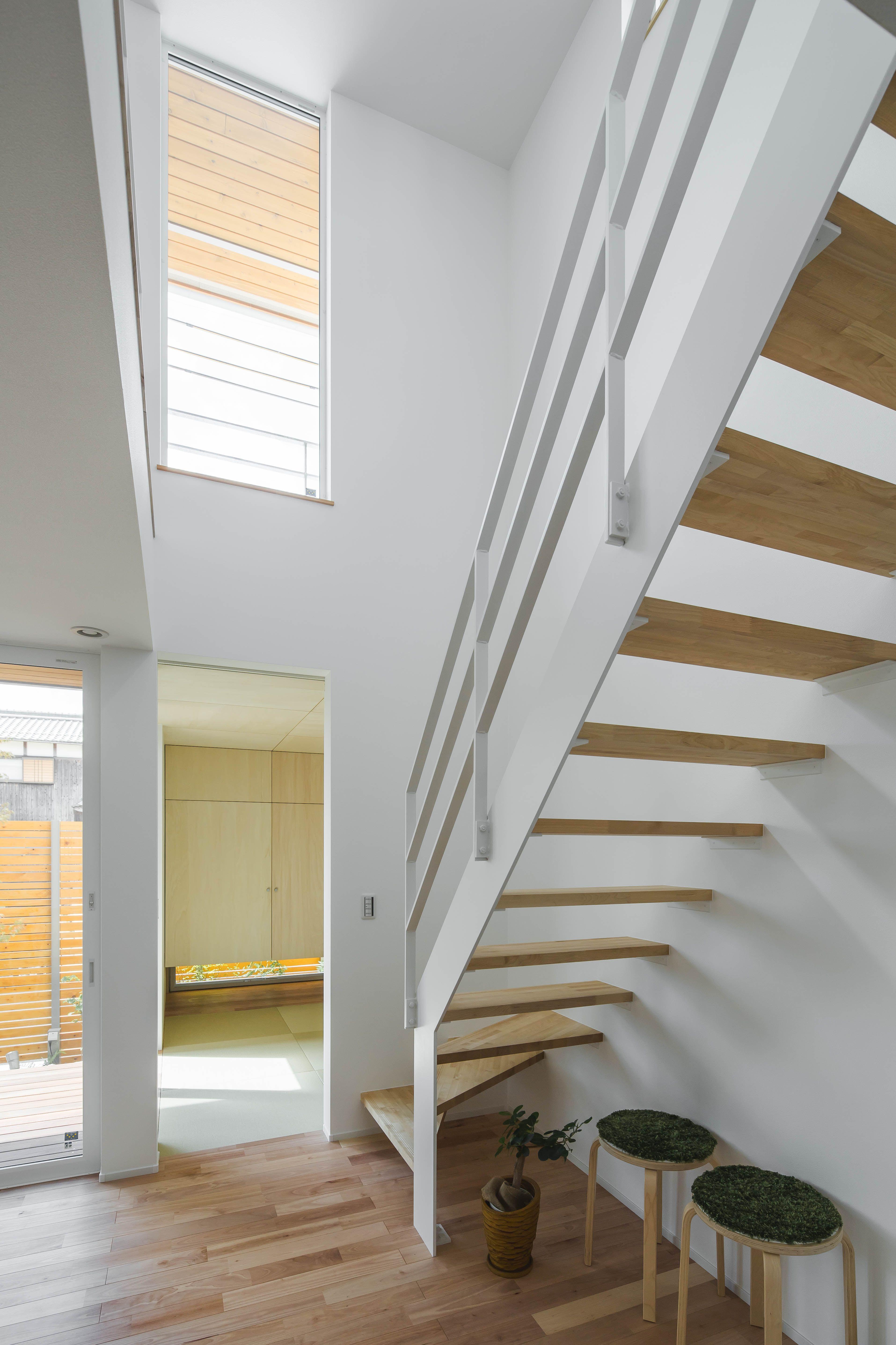 スケルトン階段は 吹抜けとの相乗効果で解放感たっぷり ルポハウス