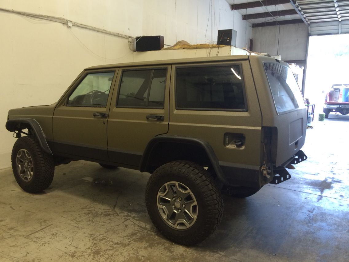New bed liner paint job Bed liner paint, Jeep xj, Jeep