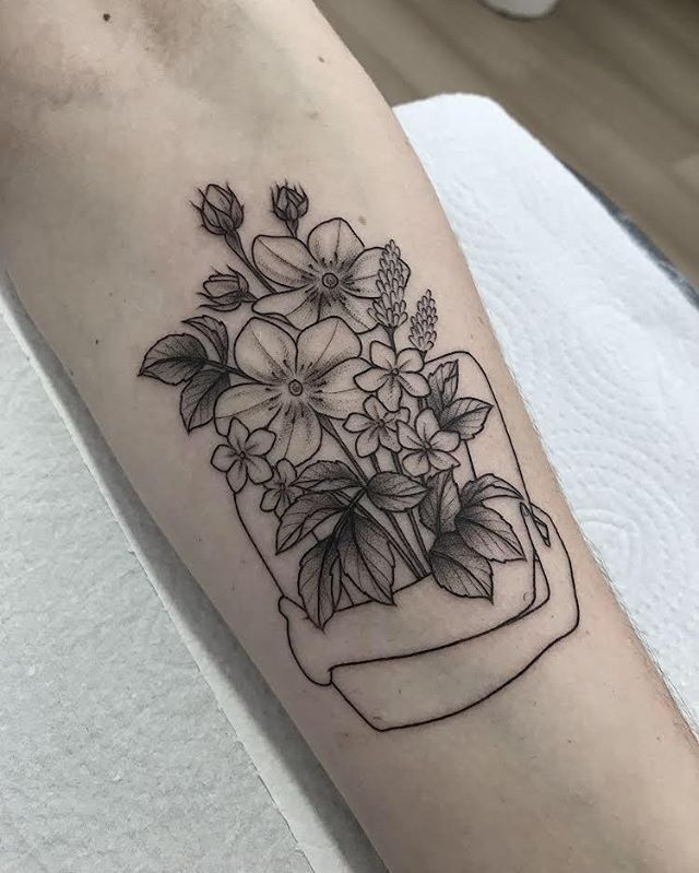 Find The Tattoo Artist And The Perfect Inspiration To Get Your Tattoo Artist Christine T Fachini Santa Catarina Beautiful Sunflowers And Dais In 2020 With Images Baby Tattoos