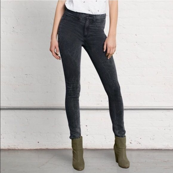 Rag & Bone high waist super stretch jegging jeans Brand new in perfect condition celebrity favorite brand Rag & Bone size 25 skinny leg jeans with acid wash detailing. rag & bone Jeans Skinny