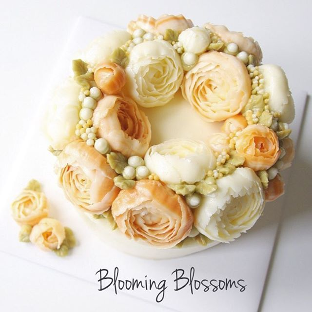 Peach colored peonies_  #bloomingblossoms #cakery #flowercake #cake #cupcakes #flowercakeclass #LAbakingclass #LAflowercake #instafood #instaflower #instacake #homebaking #birthdaycake #bridalshower #weddingcake #studentwork #cakestagram #mothersday #peony #꽃스타그램 #꽃 #플라워케이크 #플라워컵케이크 #LA플라워케이크 #엘에이플라워케이크 #버터크림플라워케이크 #생일케이크 #수강생작품 #EJ_Table