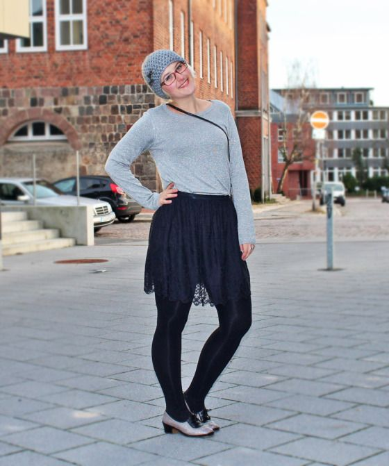 Outfit: Silvester-Glitzer #outfitpost #womenswear #vintageclothes #festive #newyearsevestyle #silvesteroutfit ##blingbling #glitter #silver #sparkling #ootd #partywear #ninutschkanns