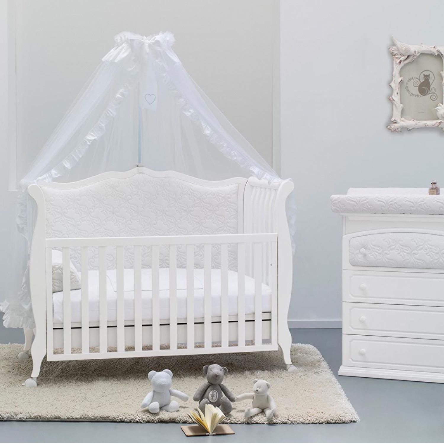 luxus babyzimmer aus italien design rinascimento von azzurra design stilvolles babybett in. Black Bedroom Furniture Sets. Home Design Ideas