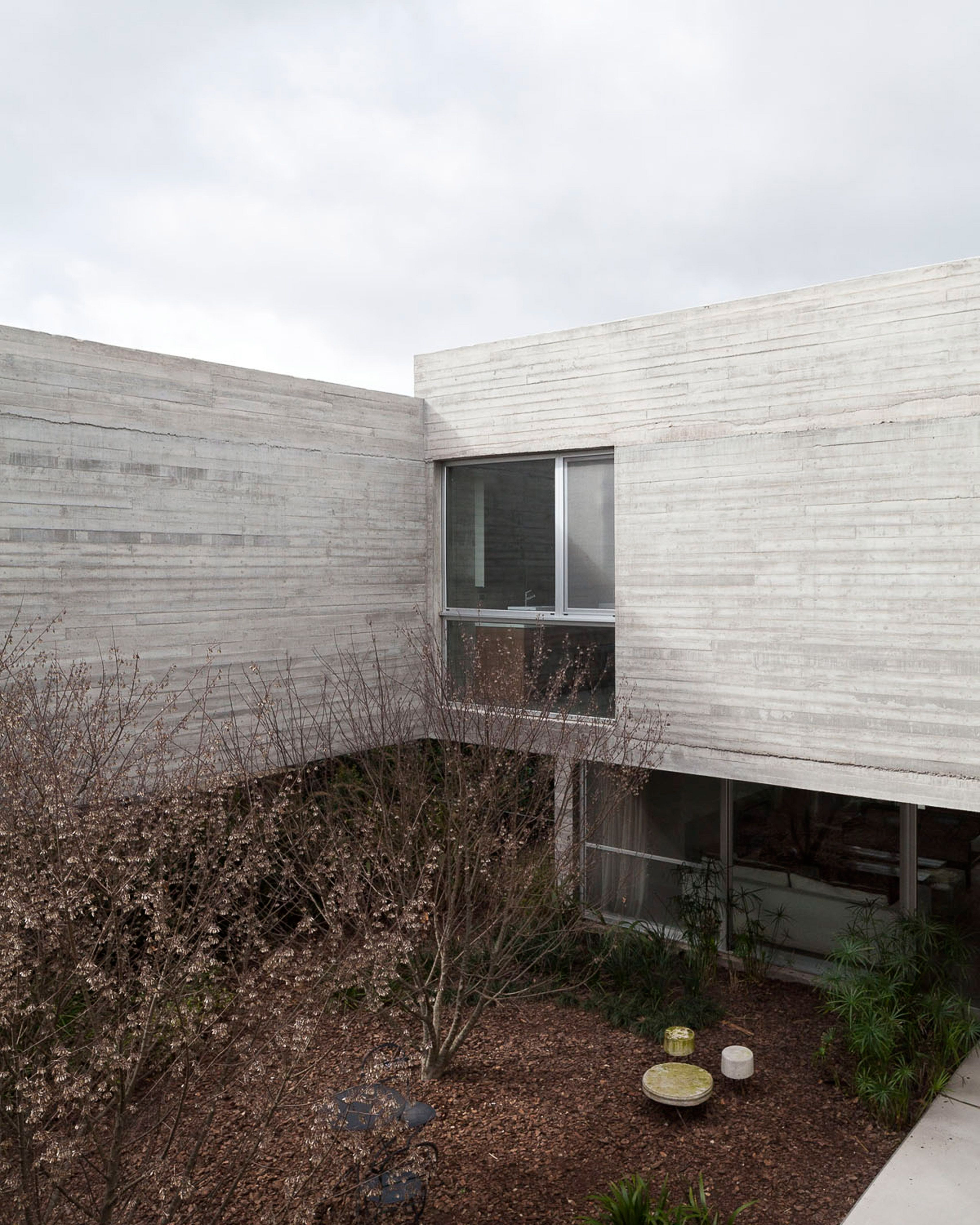 Textured Concrete Walls Frame Lake Views From Buenos Aires House By Federico Sartor Concrete House Frames On Wall Concrete Wall