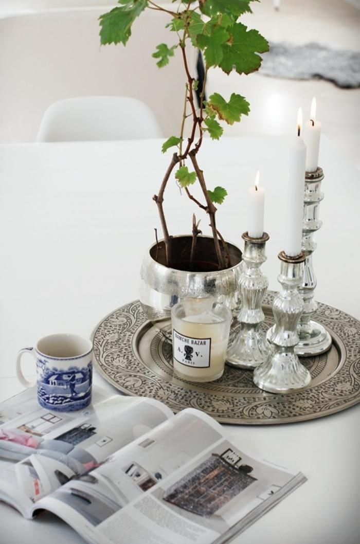 cr ez une ambiance charmante en utilisant le plateau marocain bougies blanches plateau et. Black Bedroom Furniture Sets. Home Design Ideas