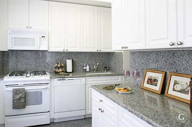 New Caledonia Granite White Cabinets Google Search Gray And White Kitchen White Kitchen Granite Countertops Kitchen