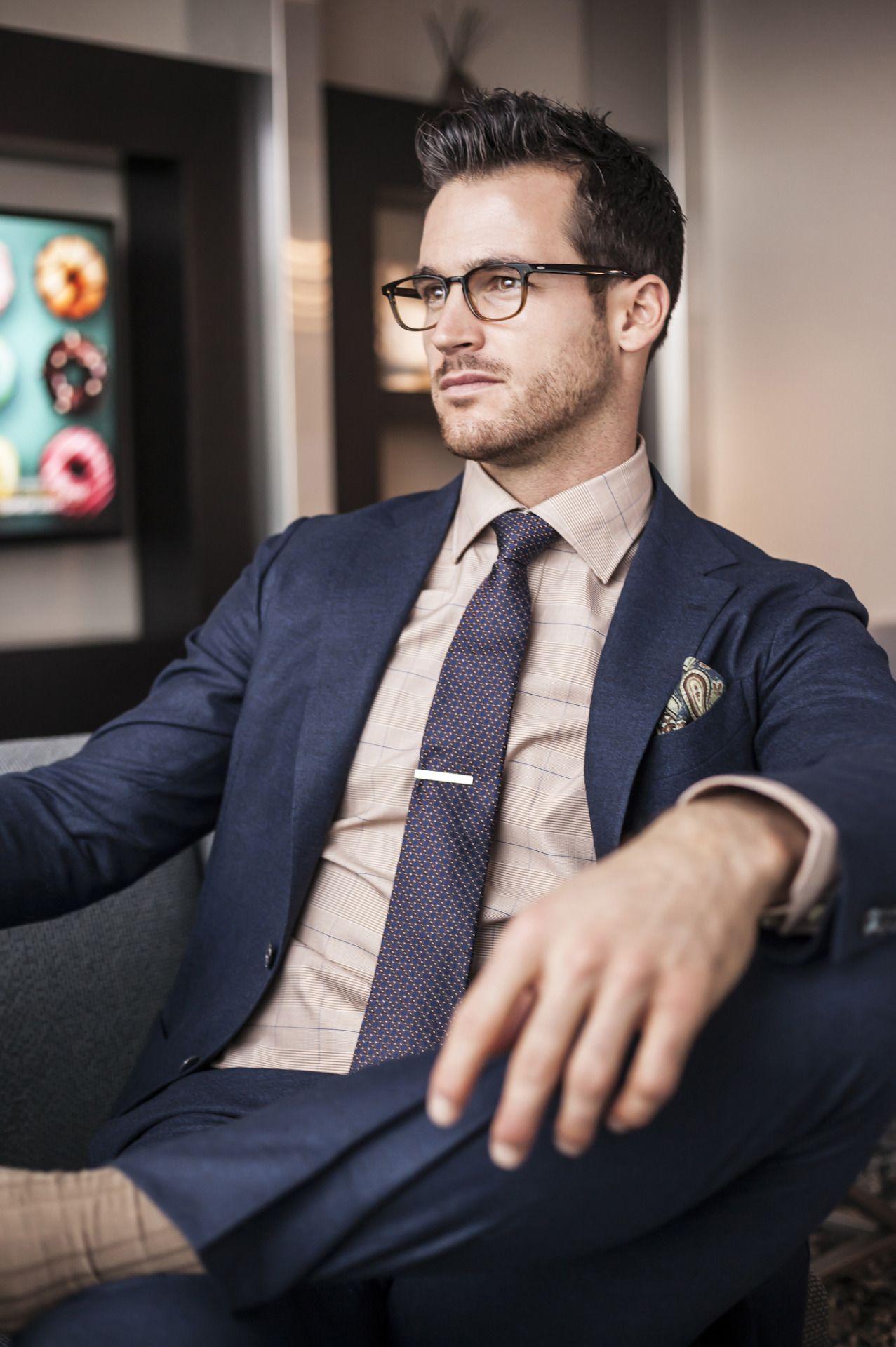 da6b9b08ab4d How to wear a suit    Photo