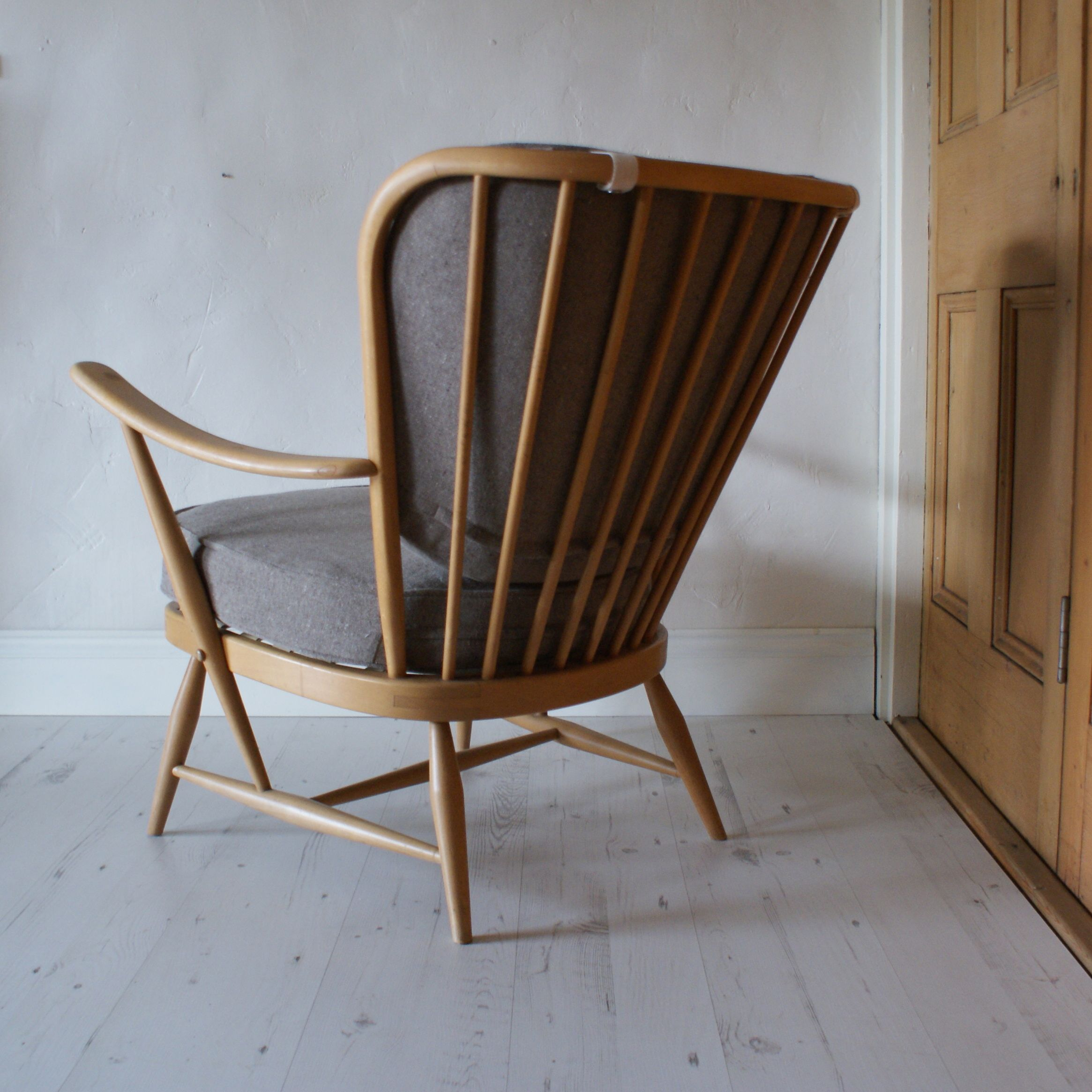 Ercol Windsor Armchair (With images) | Retro chair ...