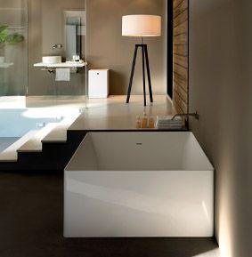 les 25 meilleures id es de la cat gorie baignoire carr e sur pinterest piscine en b ton. Black Bedroom Furniture Sets. Home Design Ideas