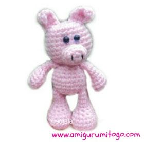 pink crochet pig with blue saftey eyes