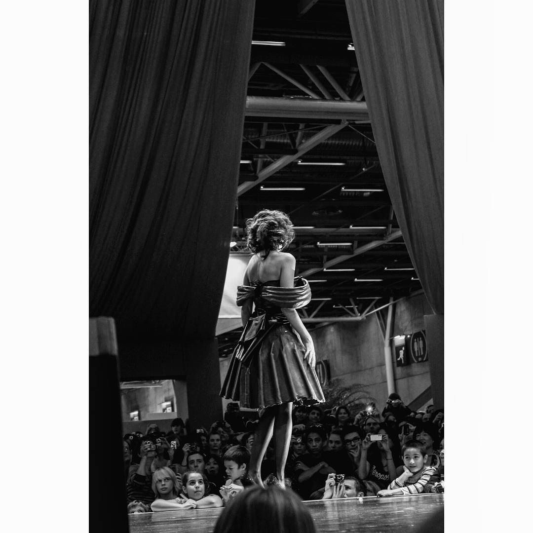 Ropa dulce chocolate París. #chocolate #fashion #girl #woman #monochrome #blackandwhite #dress #paris #expo #cacao #kids #robe #elegant #people #actress #model #art #fashionphotographer #sweet