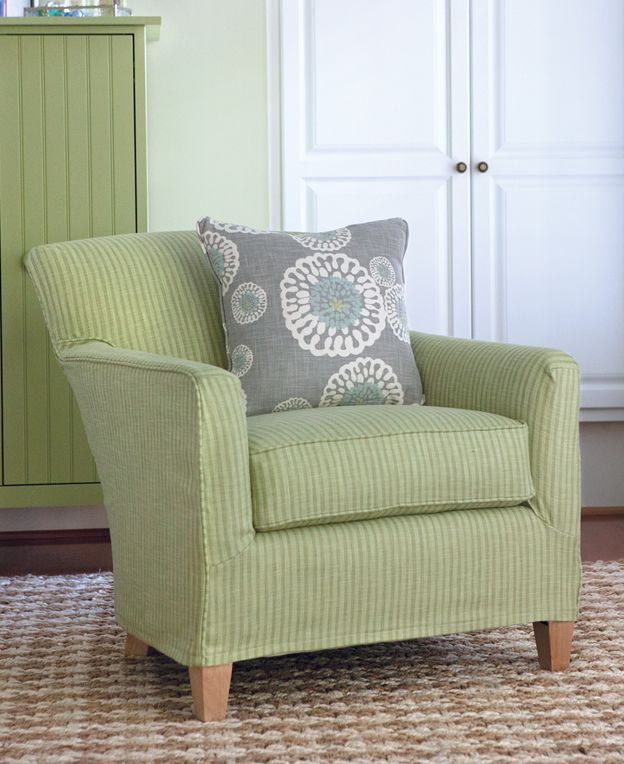 Upholstered Cottage And Coastal Living Style Maine