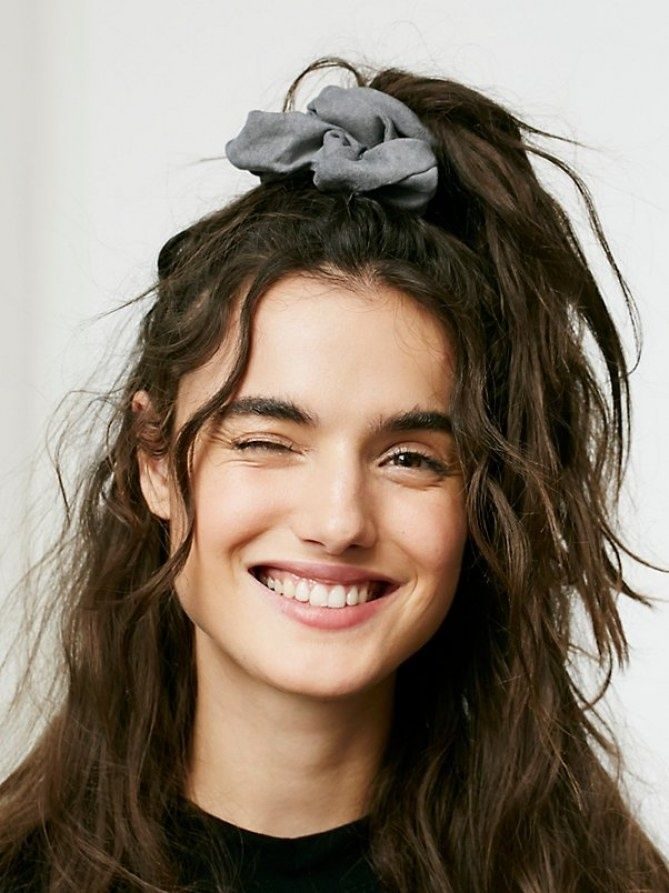 Frisur 90Er Frauen Frisuren Pinterest Retro Hair Scrunchies