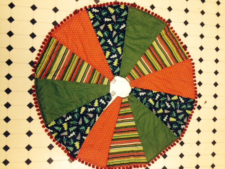 My quilted Xmas tree skirt with pom poms