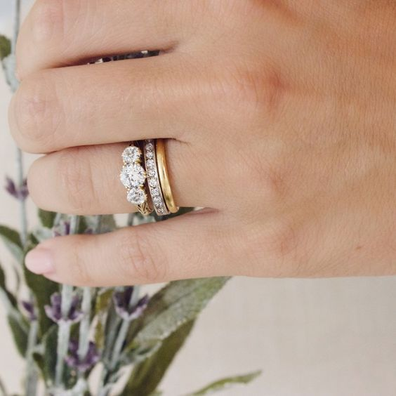 How Pretty Is This Mixed Metals 3 Stone Wedding Set Goals Dreamy Friyay Original Engagement Rings Mixed Metal Wedding Rings Wedding Rings Vintage